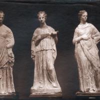 Trois statuettes féminines de terre cuite polychrome d'Alexandrie