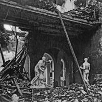 Salle du musée archéologique universitaire de Nancy après le bombardement du 31 octobre 1918
